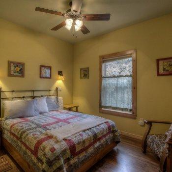 Cabin 4 main bedroom